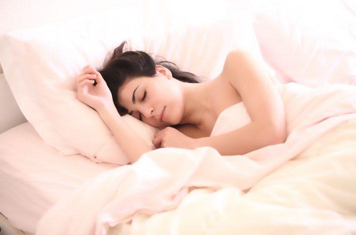 Pourquoi est-il plus sein de dormir nu ?